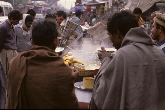 The streets of Rawalpindi, Pakistan. Source:http://ajnabiphoto.wordpress.com/